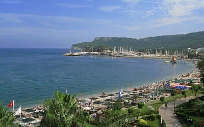 Illustrative: The beachfront in the Turkish city of Kemer. (CC, BY-SA, Crymaker/Wikimedia)