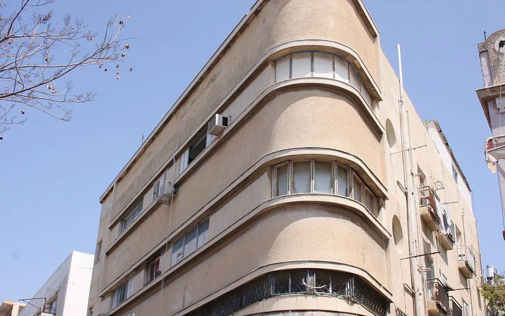 The Polishuk building, Nahalat Binyamin. Monstrosity?  (Shmuel Bar-Am)