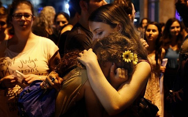 Hundreds supporters take part in a gathering in downtown Jerusalem on August 2, 2015 to mourn the death of Shira Banki (AFP/GALI TIBBON)