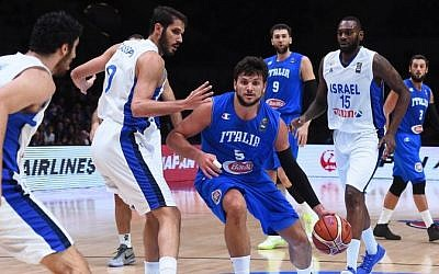 Italy's small forward Alessandro Gentile (C) dribbles during the round of 16 basketball match between Israel and Italy at the EuroBasket 2015 in Lille, northern France, on September 13, 2015.  (AFP PHOTO/EMMANUEL DUNAND)