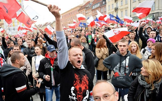 Right-wing demonstrators shout slogans as they take part in a protest against migrants in Warsaw on September 12, 2015. (AFP PHOTO / JANEK SKARZYNSKI)