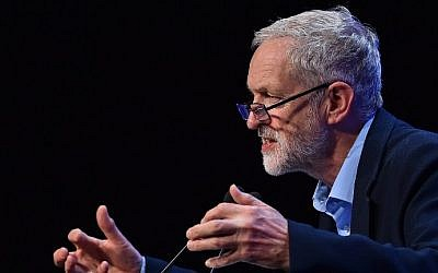 British opposition Labour Party leader Jeremy Corbyn speaks at the Trades Union Congress (TUC) in Brighton, England, on September 15, 2015. (AFP/Ben Stansall)