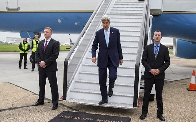 US Secretary of State John Kerry arrives at London's Stansted Airport, north of London on September 18, 2015. (AFP Photo/Pool/Evan VucciI)