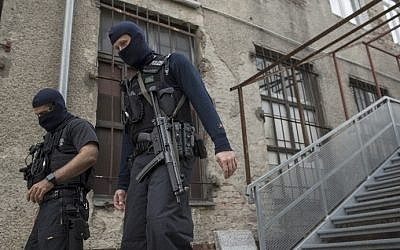 German police officers walk outside an association linked to a mosque in Berlin's central Tempelhof-Schoeneberg district, where police conducts a raid targeting individuals suspected of recruiting fighters for the Islamic State group in Syria, on September 22, 2015. (Odd Andersen/AFP)