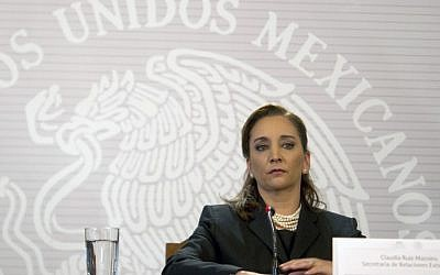 Mexico's Foreign Minister Claudia Ruiz Massieu reads a statement in Mexico City on September 14, 2015. (AFP/Yuri Cortez)