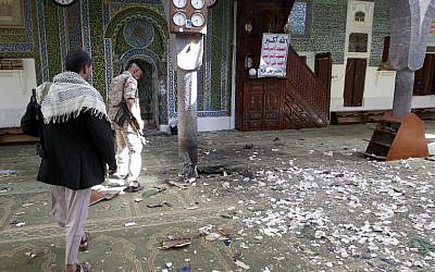 Yemeni Huthi rebels check the Balili mosque in the capital Sanaa, following an explosion on September 24, 2015, the first day of Eid al-Adha, the Feast of the Sacrifice. (Photo: AFP Photo / Mohammed Huwais)