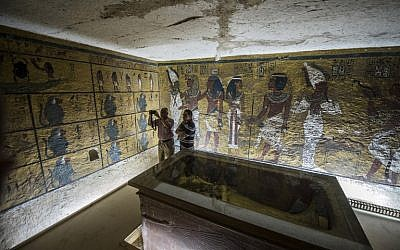 Egyptian archaeologists take pictures next to the sarcophagus of King Tutankhamen in his burial chamber in the Valley of the Kings, close to Luxor, 500 km south of Cairo on September 28, 2015. British Egyptologist Nicholas Reeves, who believes the legendary Queen Nefertiti may be buried in a secret room adjoining Tutankhamen's tomb arrived in Egypt to test his theory. To this day, Nefertiti's final resting place remains a mystery. (Photo by AFP Photo / Khaled Desouki)
