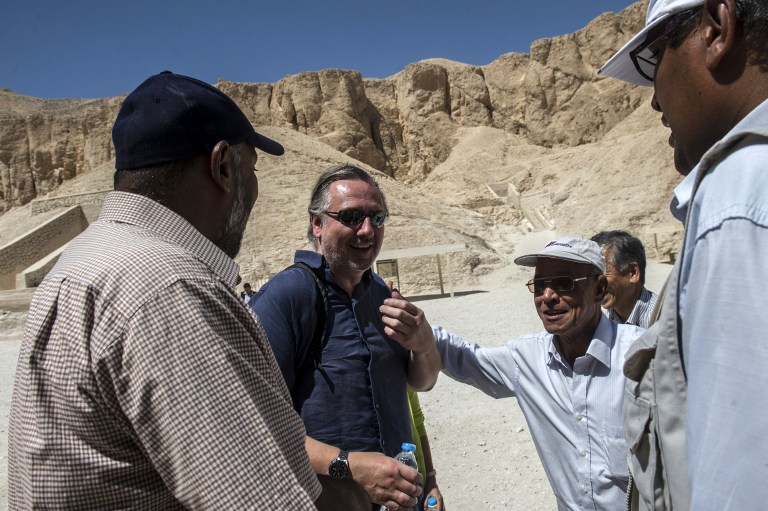 British Egyptologist Nicholas Reeves talks with Egyptian archaeologists before visiting the burial chamber of King Tutankhamen in the Valley of the Kings, close to Luxor, 500 km south of Cairo on September 28, 2015. Nicholas Reeves, who believes the legendary Queen Nefertiti may be buried in a secret room adjoining Tutankhamen's tomb arrived in Egypt to test his theory. To this day, Nefertiti's final resting place remains a mystery. (Photo by AFP Photo / Khaled Desouki)