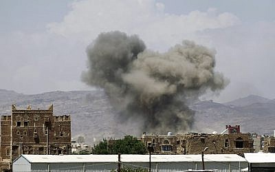 Smoke billows from buildings after reported air strikes by the Saudi-led coalition on arms warehouses at Al-Dailami air base, on September 29, 2015, north of the Yemeni capital Sanaa.  (AFP/MOHAMMED HUWAIS)