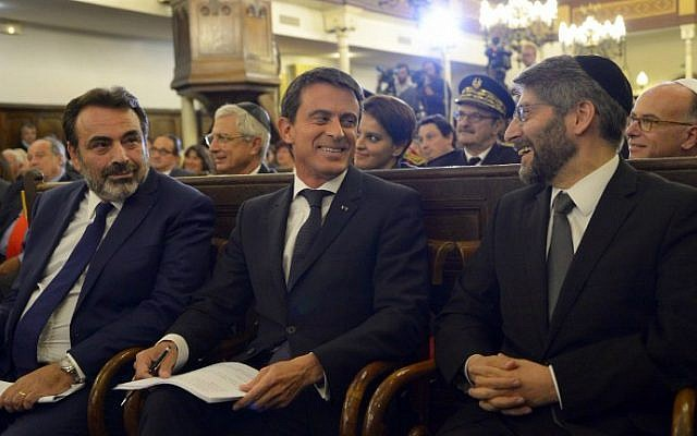French Prime Minister Manuel Valls (C), Consistoire central israélite de France president Joel Mergui (L) and France's Chief Rabbi Haim Korsia (R) attend a ceremony at the Nazareth synagogue in Paris as part of the French government's greetings to the Jewish community ahead of the Jewish New Year, on September 8, 2015. (AFP Photo/Bertrand Guay)