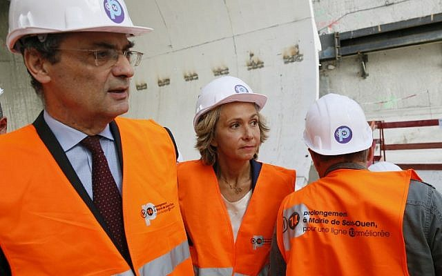 Head of the Hauts-de-Seine general council Patrick Devedjian (L) and top candidate of Les Republicains right-wing party for the French regional elections in Ile-de-France Valerie Pecresse (C) visit the building site of the extension of the subway line 14, on September 9, 2015 in Paris. (AFP PHOTO / PATRICK KOVARIK)