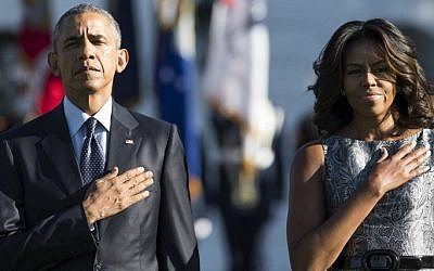 US President Barack Obama and First Lady Michelle Obama stand on the South Lawn of the White House in Washington, DC, September 11, 2015, to mark the 14th anniversary of the 9/11 attacks on the United States. (AFP/ SAUL LOEB)
