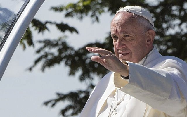 Pope Francis waves to people near the White House as he is driven around in his Popemobile on Constitution Avenue, on the second day of his 3-day trip to Washington, DC, September 23, 2015. (AFP/Paul J. Richards)
