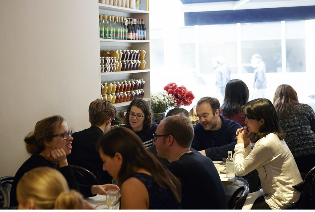 The lunch rush at Honey & Co. (© Patricia Niven 2015)