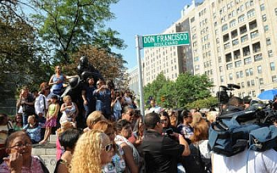 Crowds gathering to catch a glimpse of Don Francisco when a block in Manhattan's Washington Heights neighborhood was named for the longtime TV host, Sept. 8, 2015. (Courtesy of Univision/JTA)