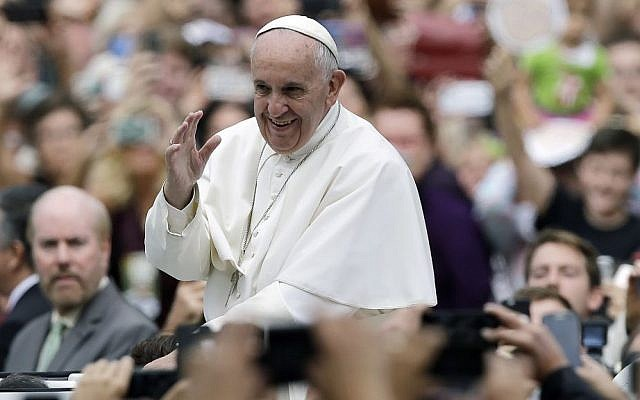 Pope Francis acknowledges faithful as he parades on his way to celebrate Mass on September 27, 2015, in Philadelphia. (AP Photo/Matt Rourke, Pool)