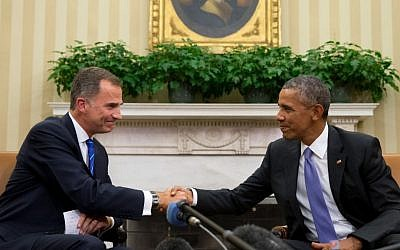 President Barack Obama shakes hands with Spain's King Felipe VI, Tuesday, September 15, 2015, in the Oval Office of the White House in Washington. (Andrew Harnik/AP)