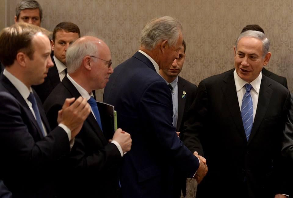 Israeli Prime Minister Benjamin Netanyahu greats members of the British parliament in London, September 10, 2015 (Avi Ohayon/GPO)