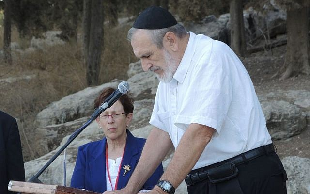 Rabbi Dr Shlomo Kupinsky, father of Rabbi Aryeh Kupinsky, addresses the AACI memorial that honored his son as well as three other Anglo victims of terror, September 20, 2015. (Melanie Lidman/Times of Israel)