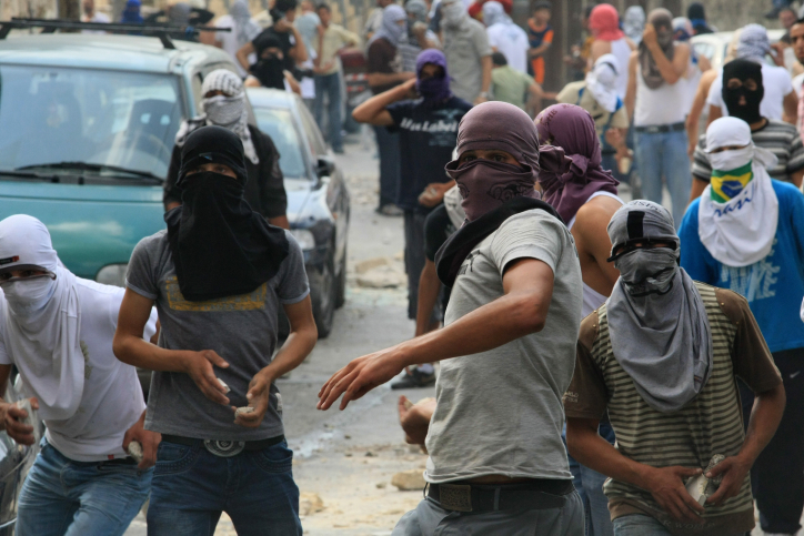 Illustration. Arab youth hurl stones at Israeli security forces during clashes in East Jerusalem. (Kobi Gideon/Flash90)