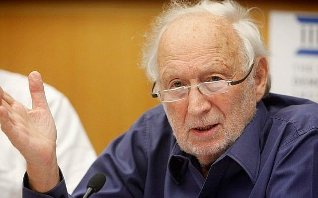 The late Mishael Cheshin, who served in the Supreme Court of Israel from 1992 to 2006, seen participating in a discussion at the Israel Democracy Institute in Jerusalem. October 17, 2012. (Miriam Alster/Flash90)
