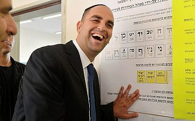 Lod Mayor Yair Revivo seen voting at a polling station in the mixed Jewish-Arab city of Lod during the 2013 municipal elections. (Yossi Zeliger/FLASH90)