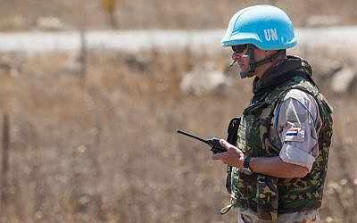 A United Nations peacekeeper keeping position in the Israeli Golan Heights, September 11, 2014. (Photo: Flash90)