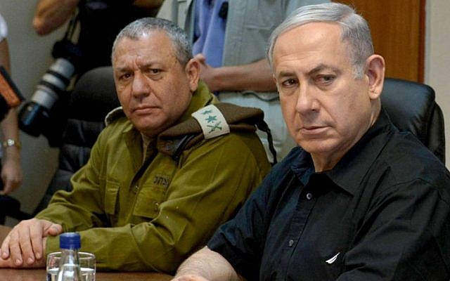 Prime Minister Benjamin Netanyahu sits with IDF Chief of Staff Gadi Eisenkot during a visit to the northern border of Israel on August 18, 2015. (Amos Ben Gershom/GPO)