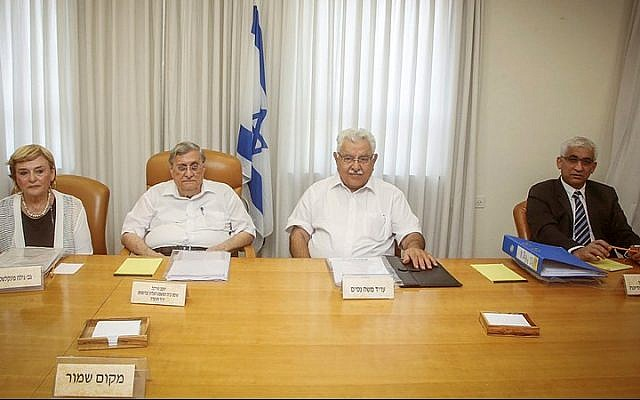 Yaakov Turkel (2-L), chairman of the Turkel Committee, convenes a meeting regarding the appointment of the new chief of Israel Police, Gal Hirsch (unseen), in Jerusalem, on September 1, 2015. (Marc Israel Sellem/POOL)
