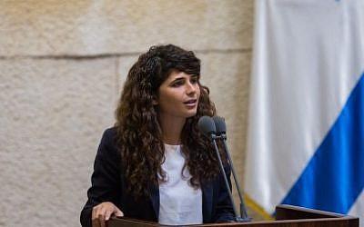 Likud MK Sharren Haskel speaks after being sworn into the Knesset on September 2, 2015. (Yonatan Sindel/Flash90)