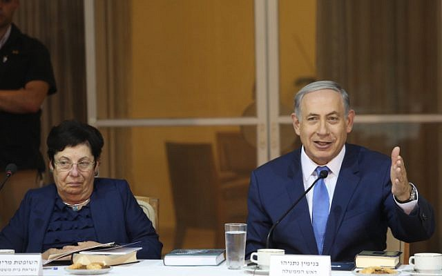 Prime Minister Benjamin Netanyahu (right), September 3, 2015 (Marc Israel Sellem/Pool)