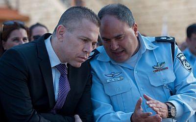 Public Security Minister Gilad Erdan (left) speaks with Deputy Police Commissioner Bentzi Sau in Jerusalem on September 7, 2015. (Yonatan Sindel/Flash90)