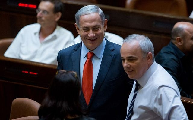 Prime Minister Benjamin Netanyahu and Minister of National Infrastructure, Energy and Water Resources Yuval Steinitz during a Knesset session on the reform of Israel's natural gas sector, September 7, 2015. (Yonatan Sindel/Flash90)