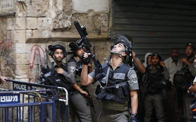 Israeli Border Police seen during clashes in and around Jerusalem's Old City on September 15, 2015. (Flash90)