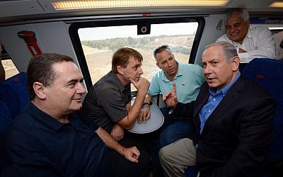 Prime Minister Benjamin Netanyahu, right, and Transportation Minister Yisrael Katz, left, seen with mayors of the southern Israeli towns on an Ashkelon-Beersheva bound Israel Railways train leaving from the Southern Israeli city of Netivot, September 17, 2015. (Haim Zach/GPO)