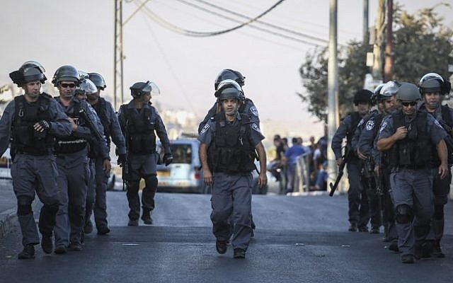 Police in East Jerusalem on September 18, 2015 (Hadas Parush/Flash90)