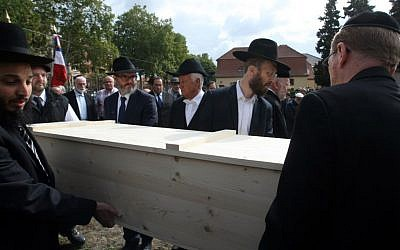Members of the Strasbourg Jewish community carry a coffin bearing the remains of a Jewish victim of Nazi anatomist August Hirt, during a ceremony at the Jewish cemetery of Cronenbourg, eastern France, Sunday, September 6, 2015.  (Christian Lutz/AP)