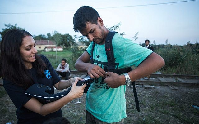 IsraAID volunteers deliver baby slings to Syrian and Afghan refugees on the Hungarian-Serbian border, September 15, 2015. (Photo: IsraAID)