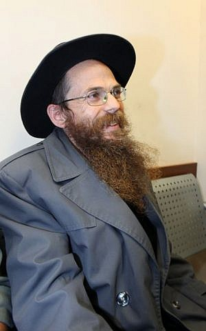 """Rabbi Yitzhak Shapira, head of the """"Od Yosef Chai Yeshiva"""" next to Yitzhar, sits at the Jerusalem's Magistrate Court. Jan 27, 2010. He was suspected of being involved in the torching of a mosque in neighboring Palestinian village, Yasuf, although he was released for lack of evidence. (Kobi Gideon/ FLASH90)"""