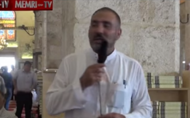 Sheikh Muhammad Ayed delivers a speech at Jerusalem's al-Aqsa Mosque (screen capture: YouTube, MEMRI-TV)