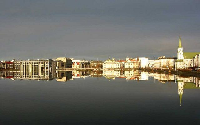 View of Reykjavik, with city hall at far left (CC BY-SA Maksim, Wikimedia Commons)