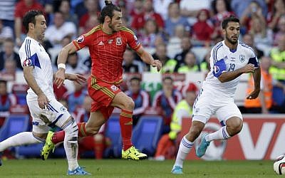 Wales's Gareth Bale, center, breaks between Israel's Bibras Natcho, left, and Orel Dgani during the Euro 2016 Group B qualifying match between Israel and Wales at the Cardiff City stadium in Cardiff, Wales, Sunday, September 6, 2015. (Tim Ireland/AP)