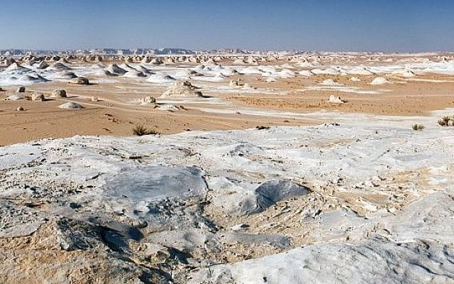 The White Desert between Farafra and Bahariya in western Egypt. (Nomo/Michael Hoefner/Wikimedia Creative Commons)