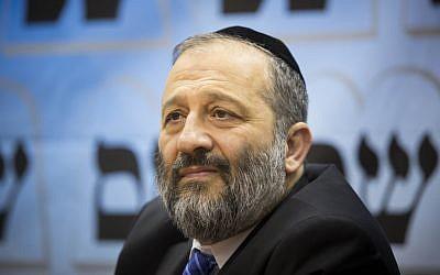 Economy Minister Aryeh Deri. (Yonatan Sindel/Flash90)