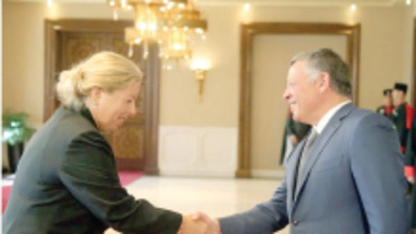 Einat Shlein, Israel's new ambassador to Jordan, is welcomed by King Abdullah in Amman, September 7, 2015 (Courtesy)