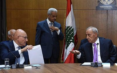 Lebanese Prime Minister Tamam Salam (L) speaks with Parliament Speaker Nabih Berri during in a new round of national dialogue at the parliament building in downtown Beirut on September 9, 2015. (AFP/STR)