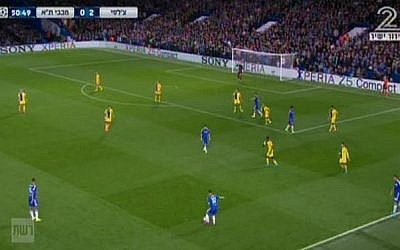 Chelsea on the attack against Maccabi Tel Aviv at Stamford Bridge, London, in the European Champions League, September 16, 2015 (Channel 2 screenshot)