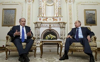 Russian President Vladimir Putin (R) meets with Prime Minister Benjamin Netanyahu at the Novo-Ogaryovo residence, in Moscow, on September 21, 2015. (AFP PHOTO/POOL/IVAN SEKRETAREV)