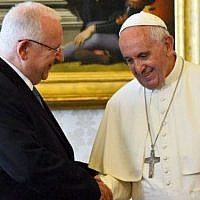 President Reuven Rivlin meeting Pope Francis at the Vatican, September 3, 2015. (Haim Zach/GPO)