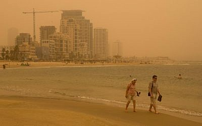 The Tel Aviv beach seen as a sand storm hit Israel on September 08, 2015. (Miriam Alster/FLASh90)